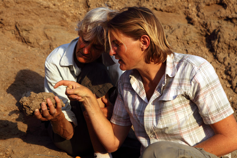 an analysis of the work by louis leakey on the topic of human origins It brought worldwide attention to the leakeys' work and to east africa as the possible cradle of mankind louis leakey died in 1972, but his wife carried on the couple's work.