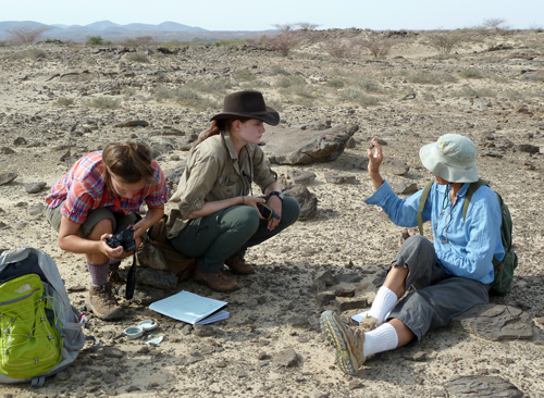 Dr Meave Leakey explains a find to Kate and Kailie