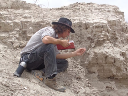 Jon takes a closer look at the sediments in this deposit.